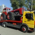 traktor szállítás